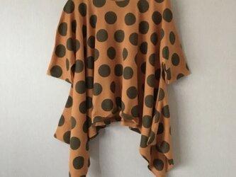 水玉裾広がり変形ドルマンスリーブTシャツ マスタード×カーキFの画像