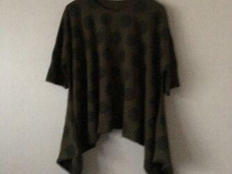 水玉裾広がり変形ドルマンスリーブTシャツ 濃淡カーキFの画像