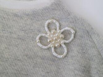 刺繍の花びらに咲く、仏ヴィンテージパールビーズの画像