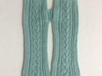 コットンリネンのケーブル編みのハンドウォーマー 緑青色の画像