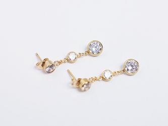 【14kgf/CZダイヤモンド】流れ星 3連スタッドピアス ゴールド 華奢 シンプル の画像
