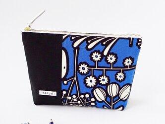 青色と黒のビビッド花柄のマチ付きポーチ(内ポケット付き)の画像
