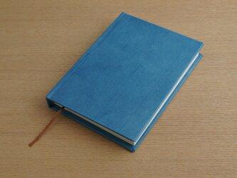 ハードカバーのA6ノート (藍染)の画像