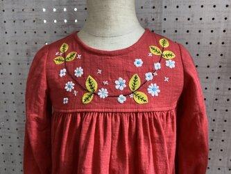size80cm刺繍チュニックワンピース 赤くて小さい花の刺繍 の画像