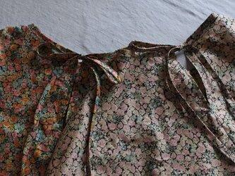 リバティふんわり袖後ろリボンブラウス 半袖 chiveスモーキーピンクの画像