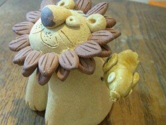 ライオンの置き物 陶器 の画像