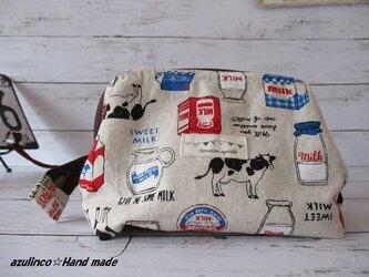 ワイヤー入りポーチ・化粧ポーチ・綿麻生地・おいしい牛乳(sweet milk)柄・中サイズの画像