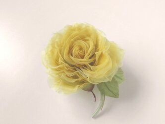 優しいイエローの巻き薔薇 * シルクオーガンジー製 *コサージュの画像