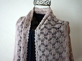 リネンレース糸のパイナップル編み台形ストール(スモーキーピンク)の画像