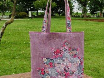 大きなお花のバッグの画像