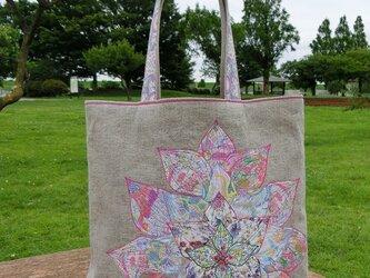大きなお花のバッグ 腕掛けタイプの画像