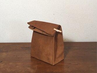 幾何学柄 スウェード ブラウンバッグ クッキー袋型 ハンドバッグの画像