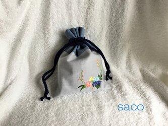 花刺繍の巾着・スモーキーブルーの画像