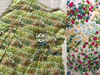 草花模様ダブルガーゼのフレンチタックワンピースの画像