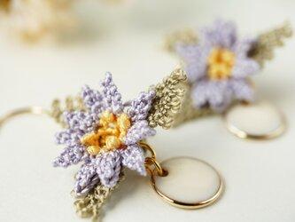 ラッピング無料[縫い針で編んだ可憐なお花]シルクイーネオヤ(トルコ刺繍)ピアス/イヤリングの画像