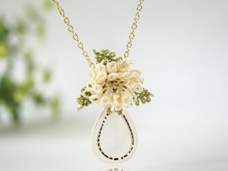 ラッピング無料[縫い針で編んだ可憐なお花]シルクイーネオヤ(トルコ刺繍)ネックレスの画像