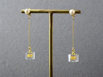 淡水パールとミモザの2wayピアス(真珠, レジン, ステンレス, 送料無料)の画像