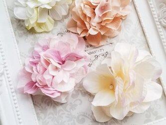 優しい色合いの紫陽花のポニーフックの画像