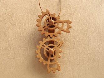 三段歯車のネックレスの画像