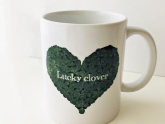 幸せが訪れる!おしゃれなハート型四つ葉のクローバーのマグカップの画像