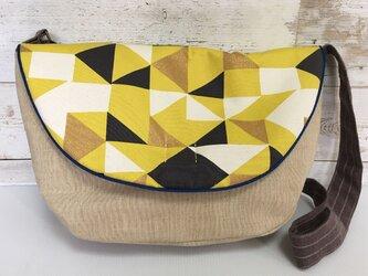 ショルダーバッグ  斜め掛けバッグ 黄色い幾何模様の画像