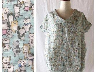 一枚でスタイル決まる涼風ブラウス(猫いっぱい)の画像