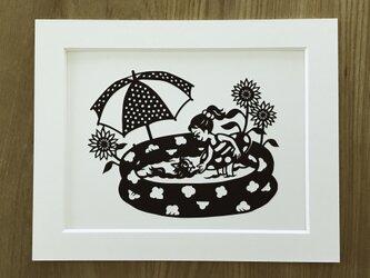 犬の切り絵「夏の庭」◆チワワの画像