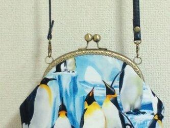 皇帝ペンギン柄のがま口ポシェットの画像