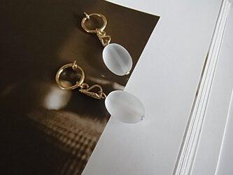 フロスティクォーツフープイヤリング(ノンホールピアス)の画像