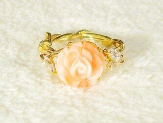 珊瑚の薔薇とSV925、スワロフスキージルコニアの指輪(リング:12号、K18イエローゴールドの厚メッキ、マーキス)の画像