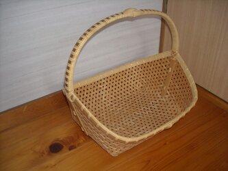 鉄線編み手つき盛りかごの画像
