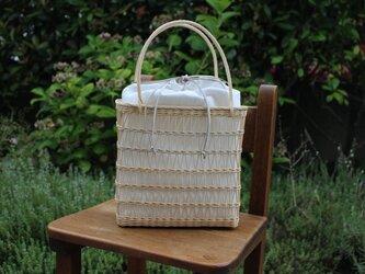 透かし編みのかごバッグ小(生成り/白内袋)の画像
