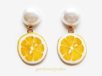 レモンとパールのチタンピアス【イヤリング変更可】の画像