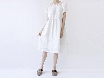 【M】刺繍付の衿元身頃リネン100%大人可愛い半袖ワンピース♪の画像