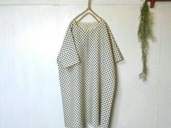 ゆったり着てね モノトーン 水玉 ワンピース ~ チュニック 五分袖の画像