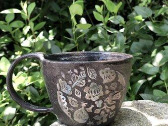 """マグカップ―kakiotoshi black """"森の音楽""""の画像"""