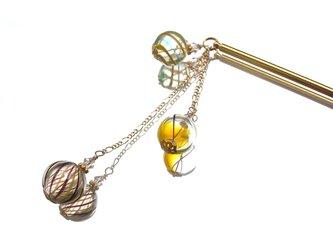 夏祭りのヨーヨーの様な黄色の吹きガラスビーズのかんざし 小玉3連の画像