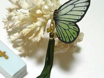 蝶のピアス 大 (モンシロ系)の画像