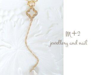 送料無料◆white  shell flower ロングネックレス*ラリエット ネックレスの画像