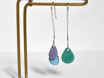 3粒ピアス 紫、水色、青緑の画像