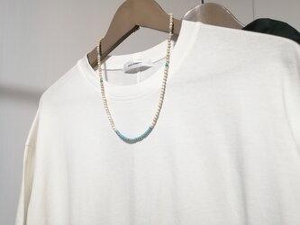 シンプルなロングネックレス リバーストーン ターコイズ シルバー 青 白 ビーズ 天然石 マグネサイト オリエンタル エスニックの画像