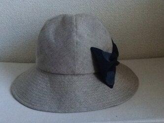 大きなリボンの帽子の画像