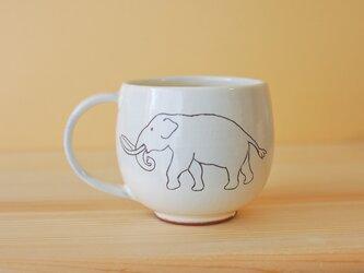 粉引 白のゾウのマグカップ Elephant cupの画像