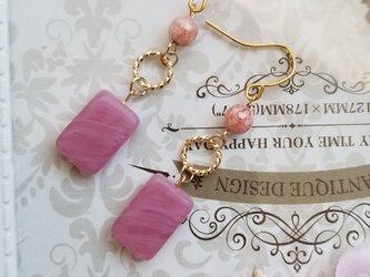 チェコビーズ ピンクのピアス又はイヤリングの画像