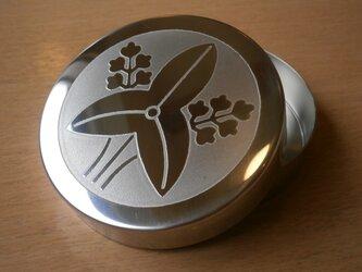 オーダーメイド 直径90㎜ 彫金 小物入れ ステンレス素材 贈り物 伝統 工芸品 フォーマル 記念日の画像