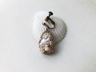 ビーズ刺繍のかたっぽ耳飾りの画像
