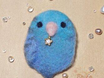 羊毛ブローチ「星をつかまえるサザナミインコ」の画像