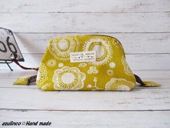 ワイヤー入りポーチ・化粧ポーチ・まあるいお花と蝶・綿麻キャンバス・シンプル・黄色・小型の画像