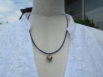 ラピスラズリにシルバーのハートを下げたネックレス(送料無料)の画像