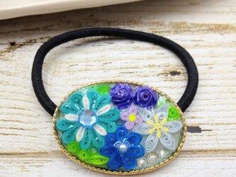 小花の刺繍みたいなクイリングのヘアアクセサリー(ブルー系)の画像